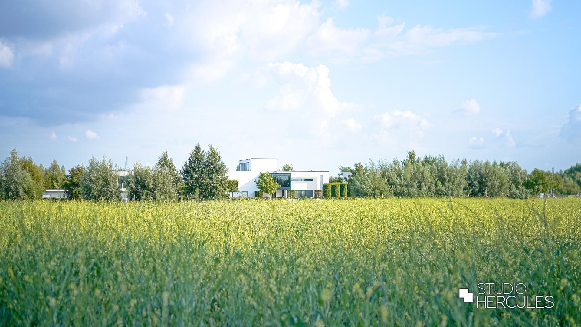 StudioHercules Hedendaagse villa in het groene landschap.