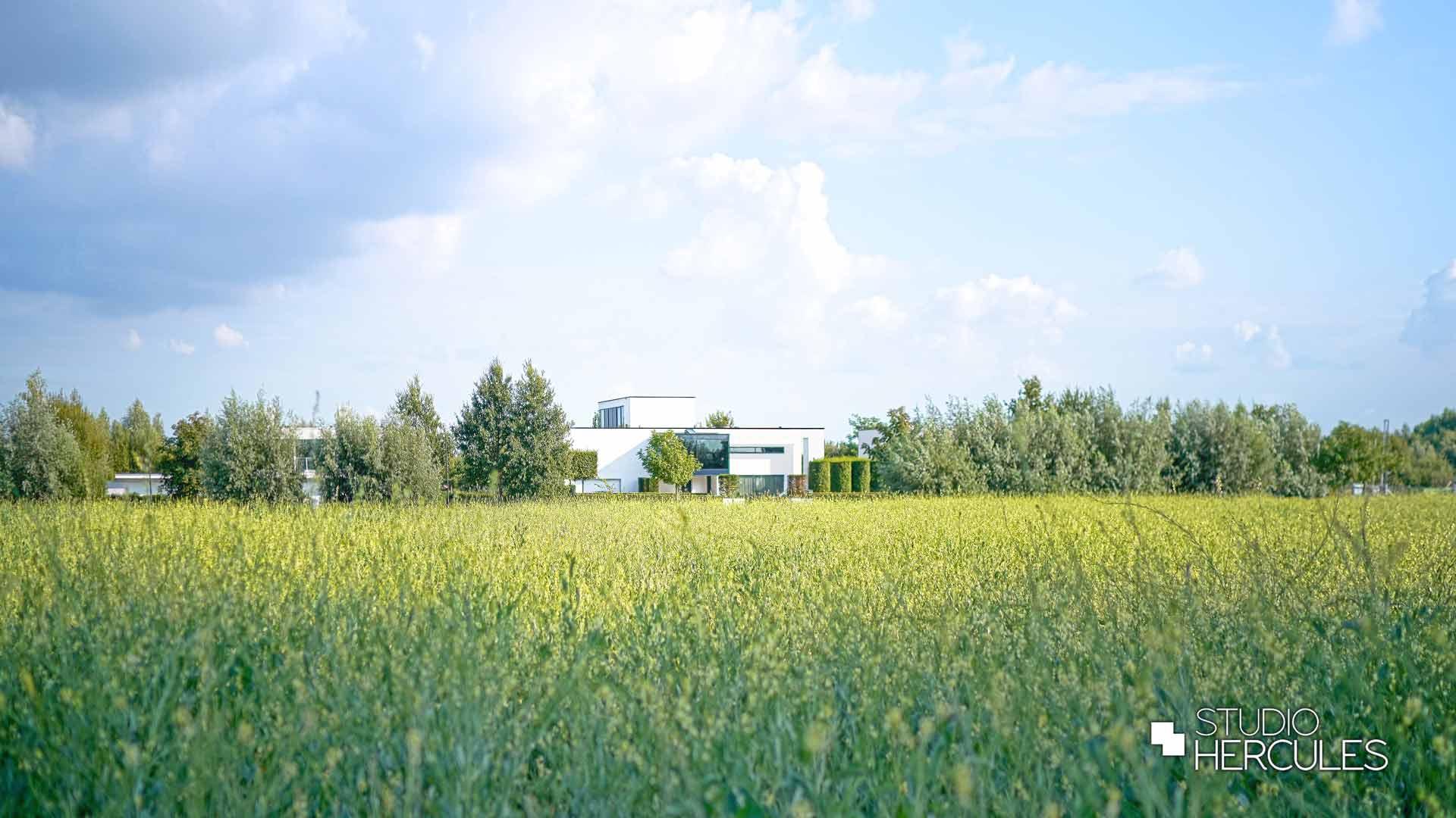 Moderne villa buitenkant voorgevel glazen serre